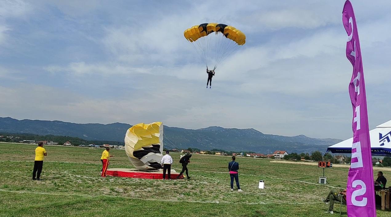 Završen šesti otvoreni padobranski Kup Nikšića